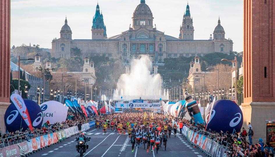 corredores en la salida de la maratón de Barcelona